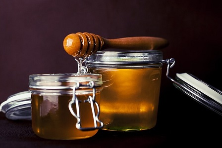 Use of honey for the skin
